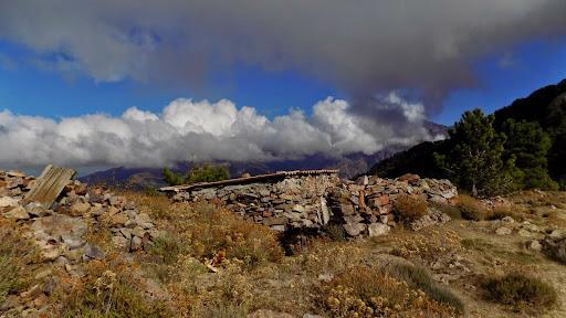 Arrivée aux premières ruines du col