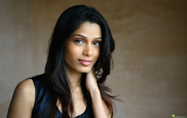 Freida Pinto(actress-0photos)0