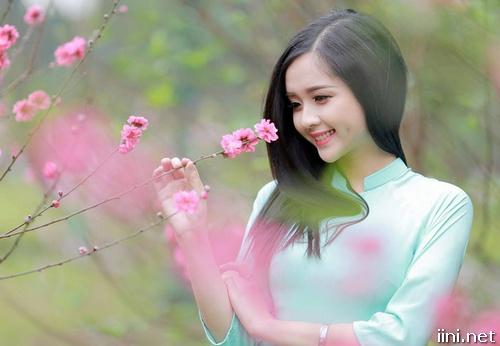 ảnh nữ sinh dễ thương trong vườn hoa đào
