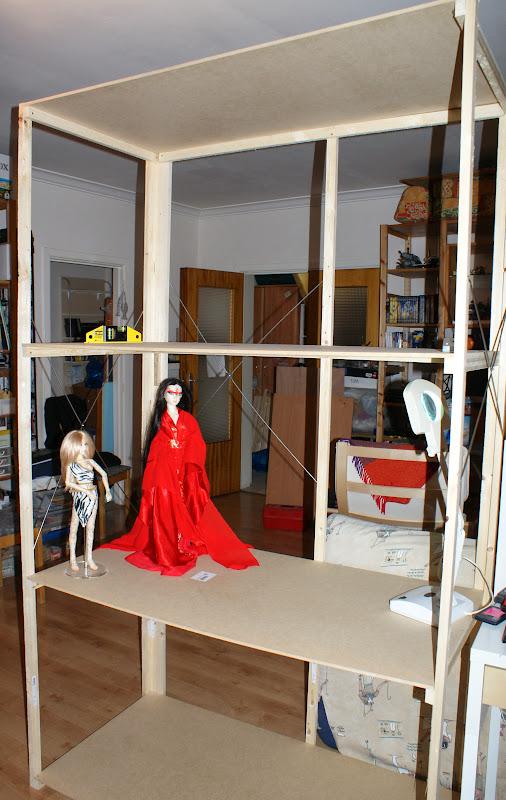 Un appartement de poupée pour mes petites MSD - Page 4 9%2520-%2520first%2520doll%2520in%2520place