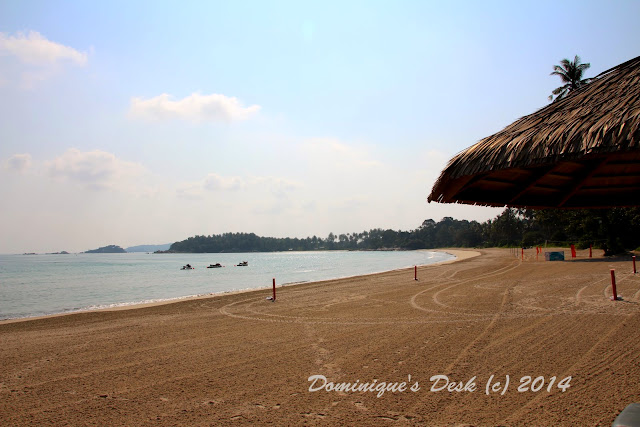 Another photo of the same beach in the morning.