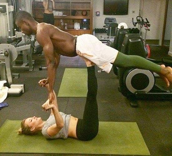 Cựu sao Chelsea khoe ảnh sang Mỹ tập Yoga thú vị