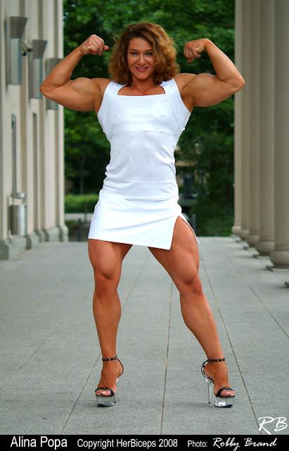 She lifts alina popa - Femme pulpeuse image ...