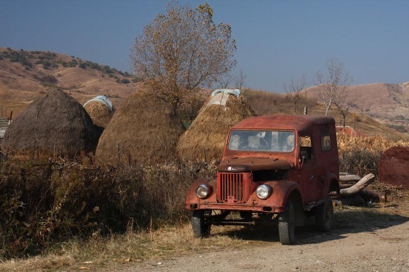 sat Paclele Vulcanii Noroiosi Buzau Berca drumetie Romania auto ARO