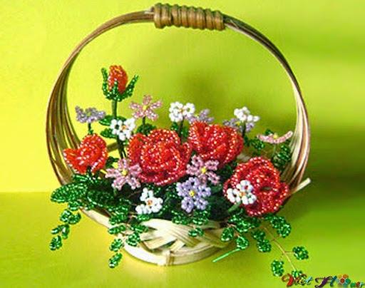 Chậu hoa hồng đỏ từ hạt cườm