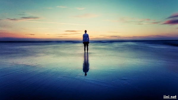 ảnh lẻ loi trước biển
