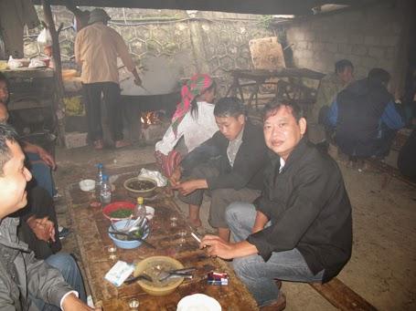 Khu vực bán thắng cố thu hút đông đảo khách <a target='_blank' href='http://ngon.blogsudo.com'>ẩm thực</a>.