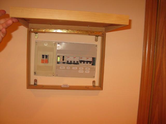 Una caja para el cuadro de luces mi llave allen - Luces decorativas ikea ...