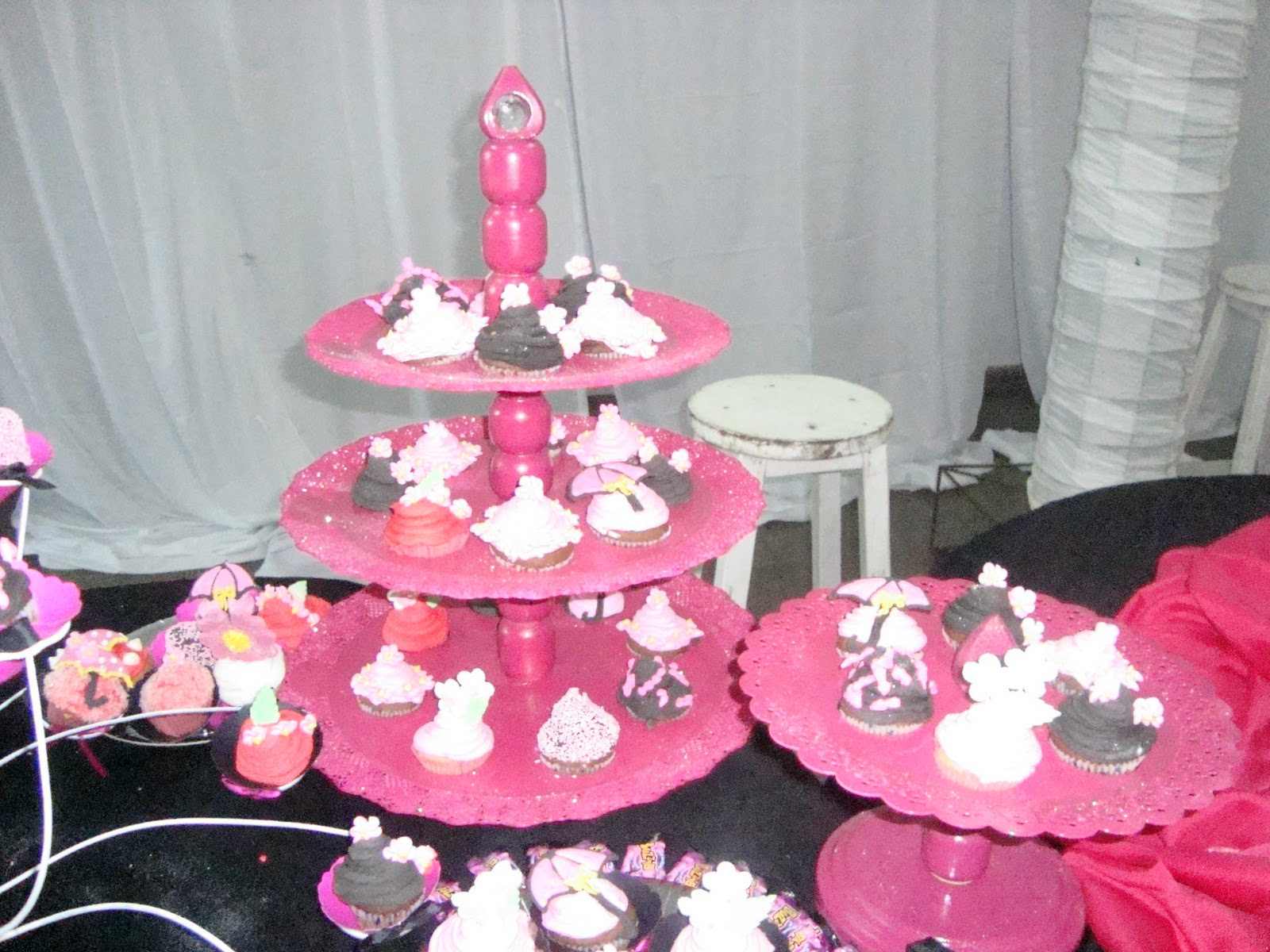Mesas dulces tortas baby shower en formosa decoraci n for Decoracion para 15 anos 2016