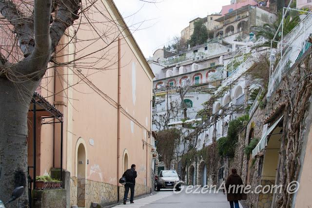 Positano yollarında yürürken