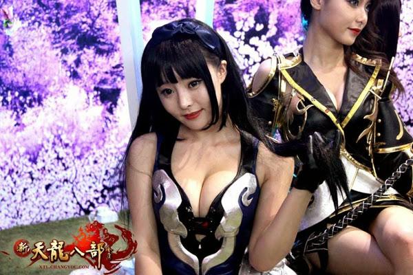 Ngắm showgirl tại gian hàng Tân Thiên Long Bát Bộ 13