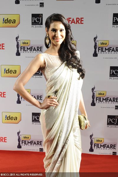 Miss India Earth 2012, Prachi Mishra graced 58th Idea Filmfare Awards 2013 in a shimmering sari.Click here for:<br />  58th Idea Filmfare Awards