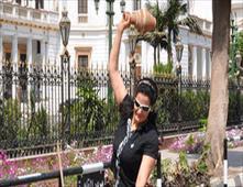 سما المصري تكسر قلل امام البرلمان