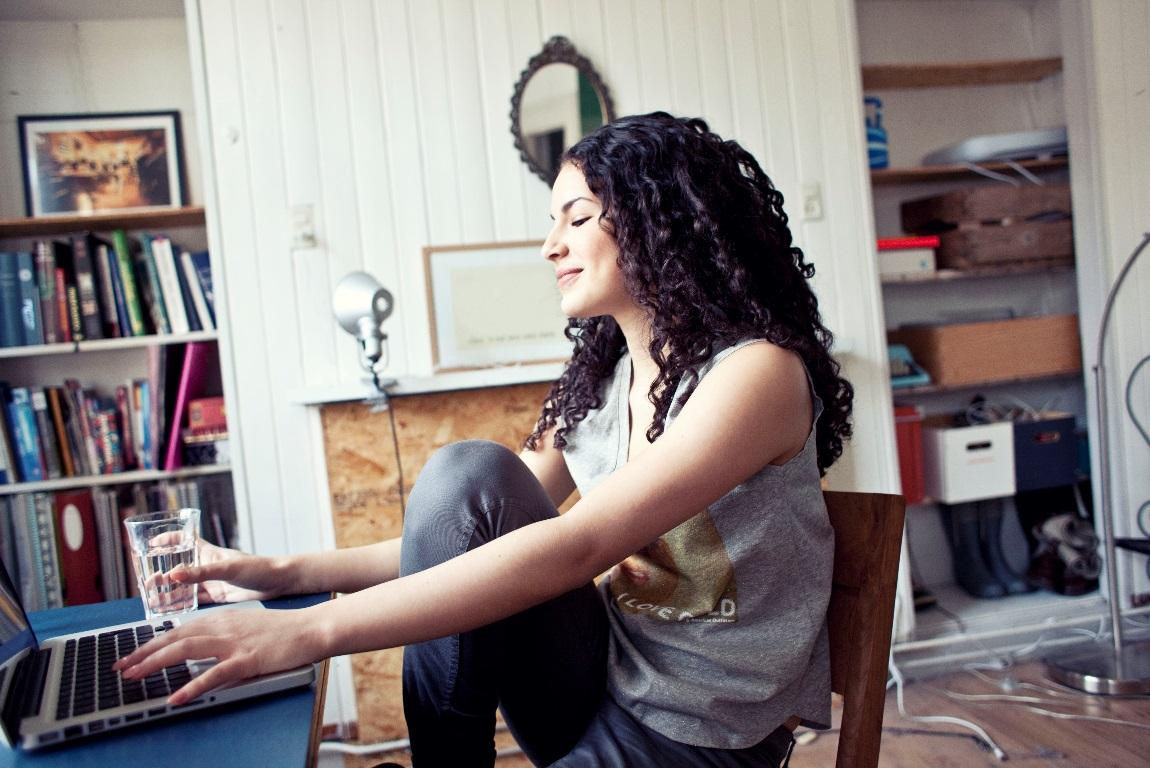 H:\StudentJob International\ONLINE MARKETING\Pictures\YoungCapital pictures\SW Yael in studentenkamer.jpg