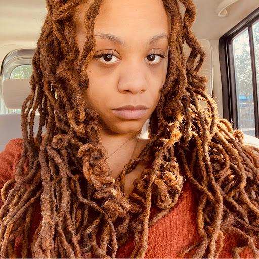 Danielle Bailey (Dee)