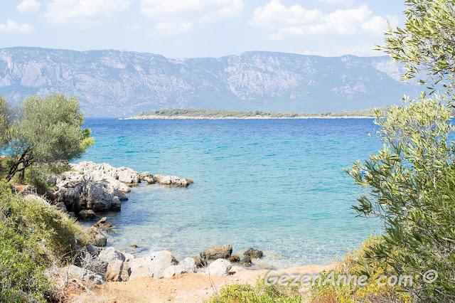 İncekum plajının hemen yanındaki yine turkuvaz sulu koylar, Marmaris