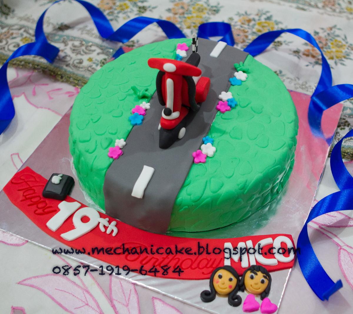 MechaniCake Micos Vespa Birthday Cake from Ines