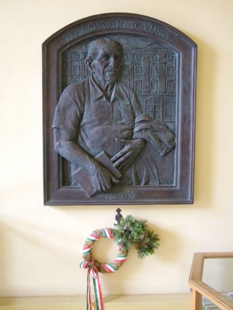 Kaposvári Gyula domborműve a szolnoki múzeumban