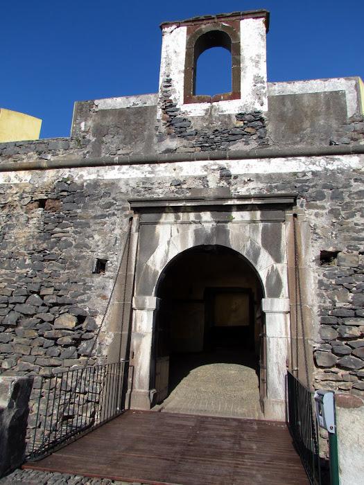 entrance in Fortaleza do Pico