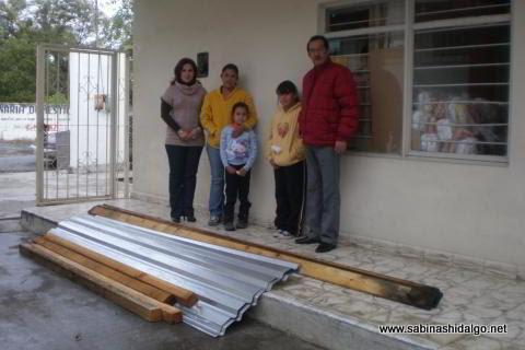 Entrega de paquetes de materiales por parte del DIF Municipal