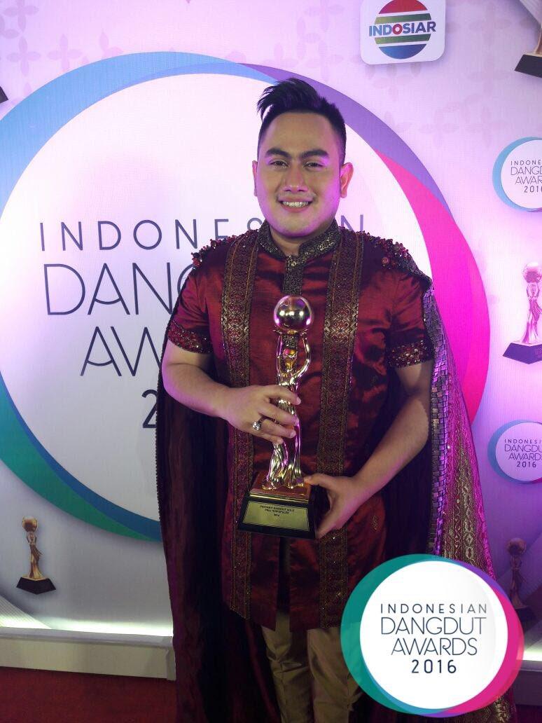 Nassar | Penyanyi Dangdut Solo Pria Terpopuler IDA2016 [image by @IndosiarID]
