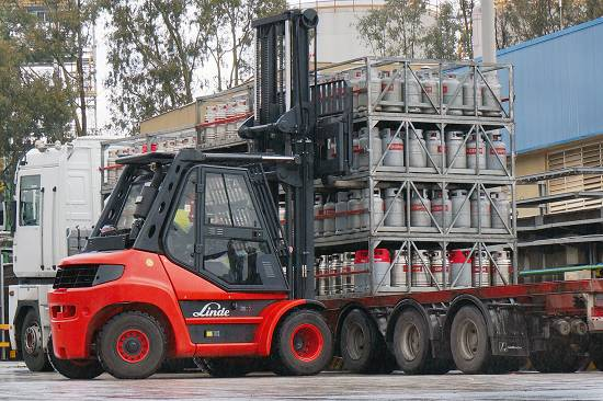 Xe nâng 4 - 5 tấn dầu diesel