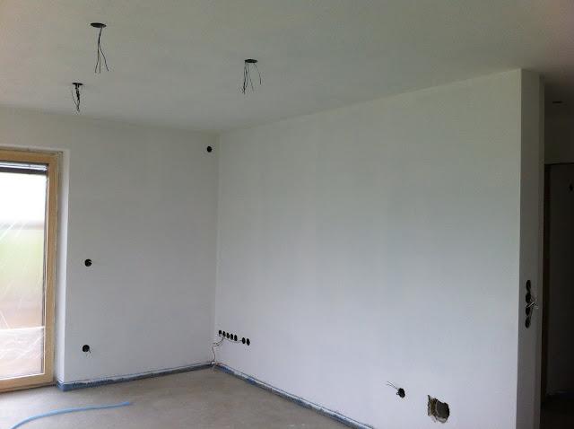 Weiße Wand Wohnzimmer.