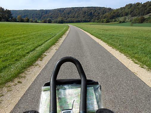 Triathlon-Lenker und Lenker-Tasche auf dem Altmühltal-Radweg zwischen Eichstätt und Dollnstein