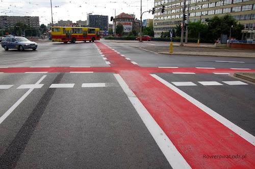 Plac Jana Pawła II - nowowymalowane pasy ruchu dla rowerów