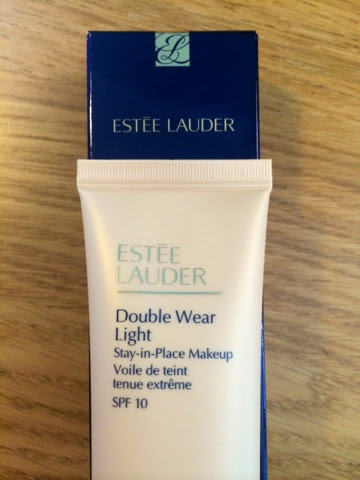 kay 39 s world estee lauder double wear light foundation 3 0 review. Black Bedroom Furniture Sets. Home Design Ideas