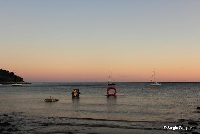 il mare placido al tramonto