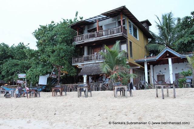 Unwatuna beach is a great place to spend your beach holiday