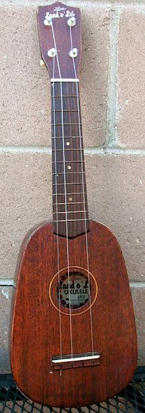1956 Arai Aria Pineapple Soprano Ukulele