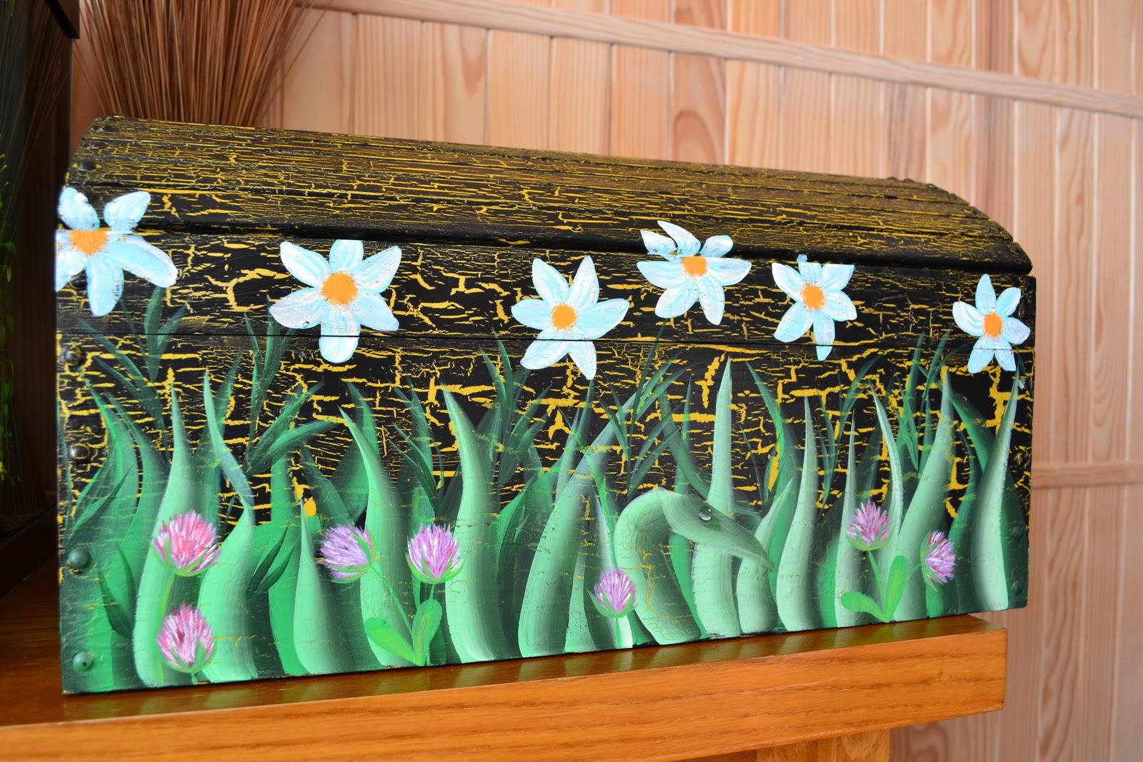 peinture decorative sur bois grand coffre. Black Bedroom Furniture Sets. Home Design Ideas