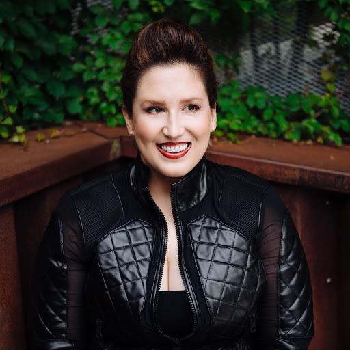 Alexandra Lang Photo 25