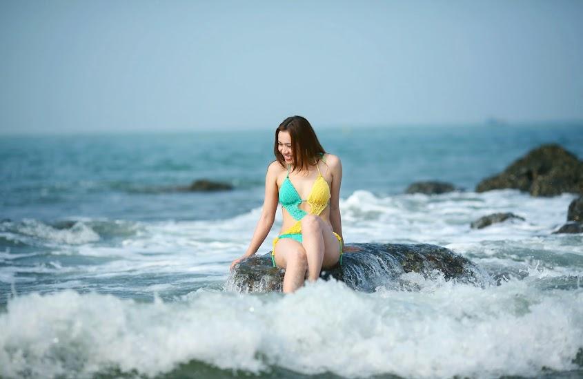Người đẹp Tangela Thảo sexy diện nội y trên biển