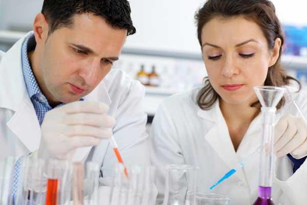 Operario especialista en el sector farmacéutico
