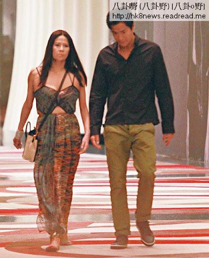 背夫嗒男模事件曝光後,榮文蔚一直玩得小心,不過本刊早前依然拍得她到澳門睇完脫衣騷後,與男模 Terence鬼祟出入酒店。