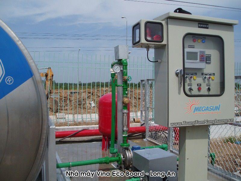 Hệ thống máy nước nóng năng lượng mặt trời tập trung của Megasun tại Nhà máy gỗ Vina Eco Board - Long An