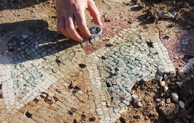 Near East: Treasure hunters damage late Roman mosaics