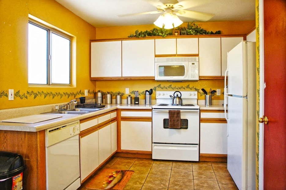 kitchen: Selling my home in Surprise AZ
