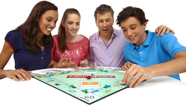 Trò chơi Cờ tỷ phú Monopoly Fast-Dealing phù hợp với trẻ em từ 8 tuổi trở lên