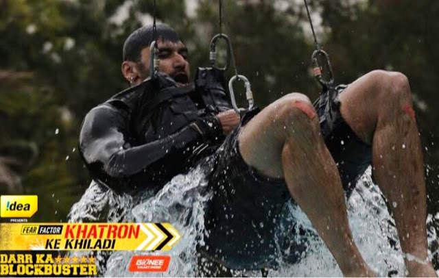 Nikitin while a swing stunt in Khatron Ke Khiladi Darr Ka Blockbuster