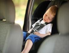 وفاة طفل عمره 5 سنوات نسيته أمه في السيارة