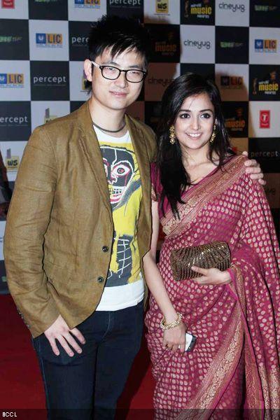 Monali Thakur Boyfriend Bhavans college,