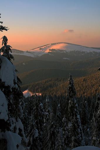 Covasna Munții Vrancei iarna zăpadă Lăcăuți schi