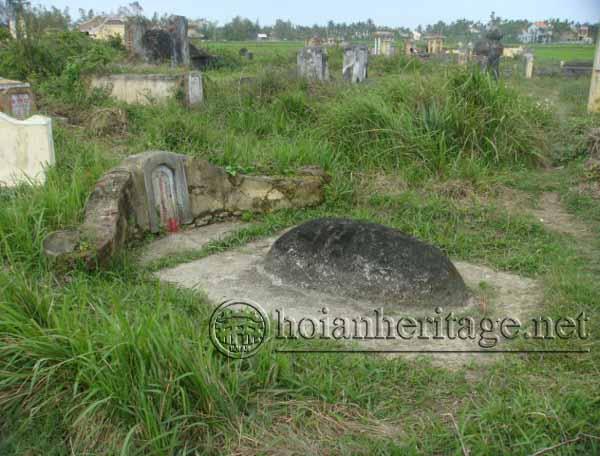 Khu mộ thứ phi vua Quang Trung và các tướng Tây Sơn - Thôn Thanh Đông - Cẩm Thanh