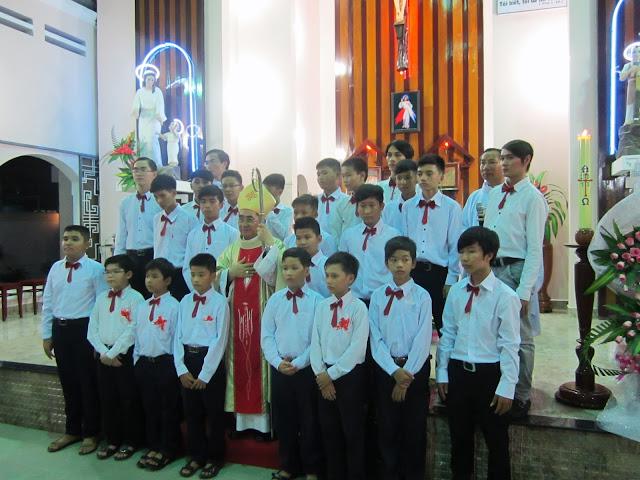 Chùm ảnh Đức Giám Mục Thêm Sức tại Giáo Họ Núi Sạn, Nha Trang