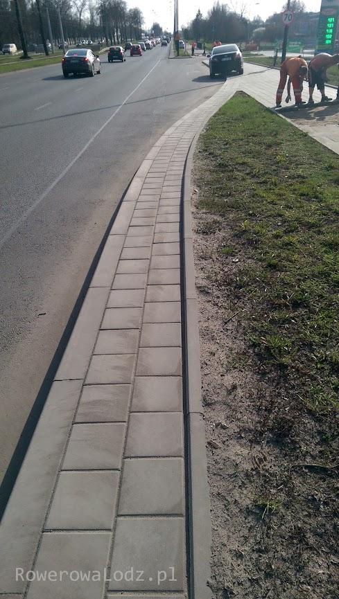 Nowe opaski drogowe, niedawno kładzione