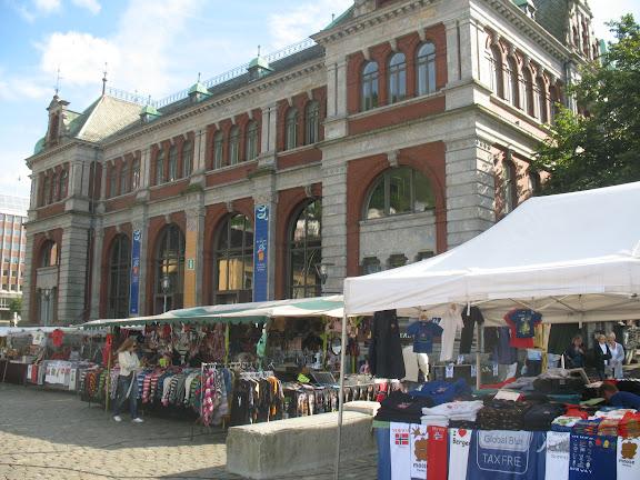 Bergen, mercadillo e Información y Turismo